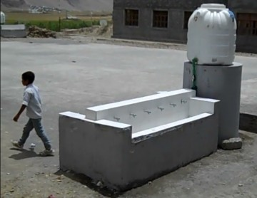 Safe water drinking and handwashing station